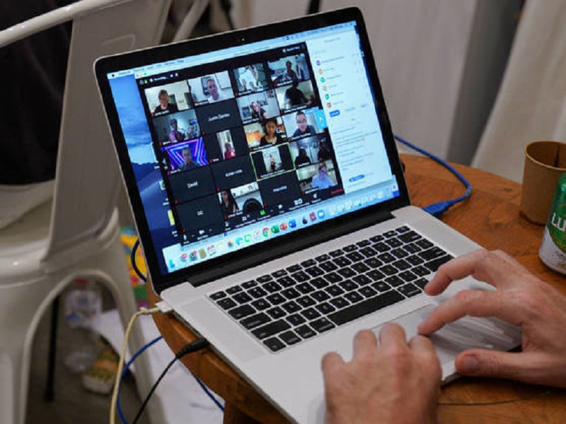 ¿Quieres escaquearte de esa reunión online? Usa Zoom Escaper